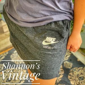 Nike women's large sweat skirt A33